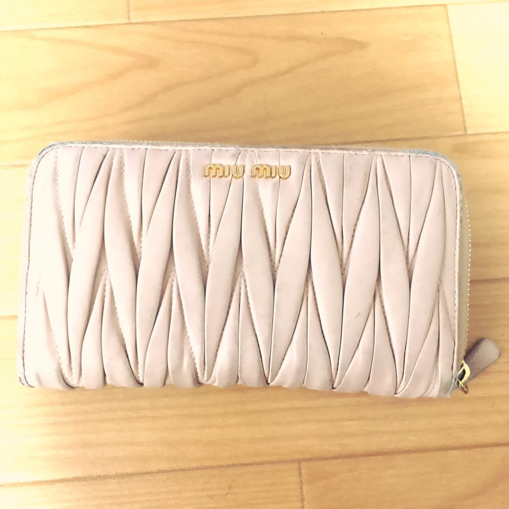 miumiuの財布